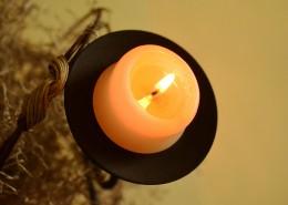 正在燃燒發光的蠟燭圖片_12張