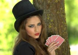 一个戴黑色礼帽的女孩图片_18张