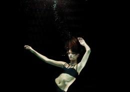 水下美女摄影图片_12张