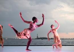 跳舞的美女图片_12张