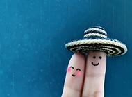 小清新可爱手指情侣浅蓝色背景图片