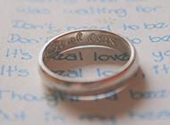 钻石戒指简约唯美背景图片