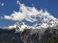 蓝天白云与山脉精美电脑壁纸