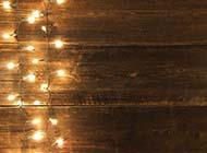 簡約時尚木板與彩燈背景圖片