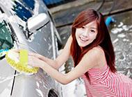 夏日干净清爽美女洗车精美壁纸