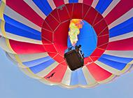 绸缎彩色热气球唯美梦幻图片