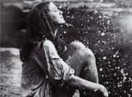 感受在雨中水花飛濺的那一刻