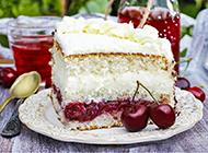 酸甜可口的酸奶樱桃蛋糕图片