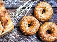 自制烘焙面包杏仁甜甜圈图片