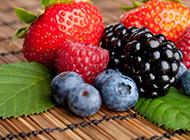 新鲜水果草莓蓝莓图片