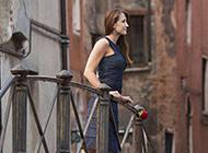 欧美美女与红玫瑰高清图片写真