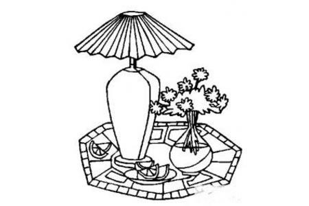 家居生活一角——台灯和花瓶