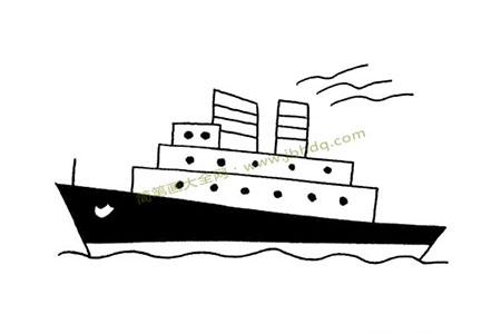 海上行驶的豪华轮船