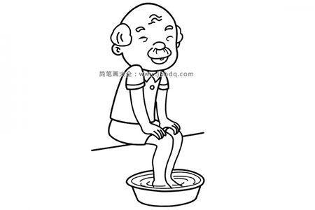 在洗脚的爷爷