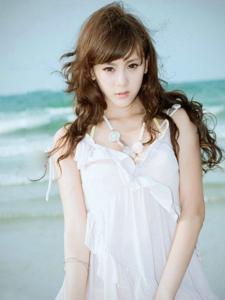 海边酥胸泳装美女唯美写真