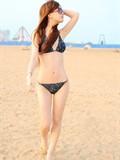 钮晓斐的沙滩比基尼写真美图