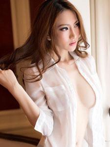 極品白襯衫美女酥胸半裸秀