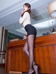 美女Miso性感制服丝袜迷人写真