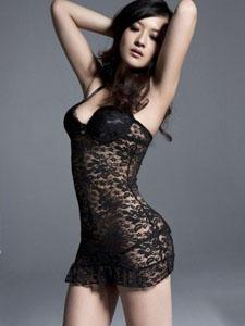 性感黑色薄纱长裙大方展露诱人胸脯