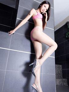 长腿美女性感白嫩迷人诱惑