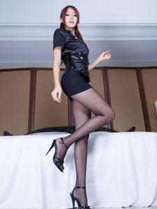 美女Winnie黑丝美腿迷人写真