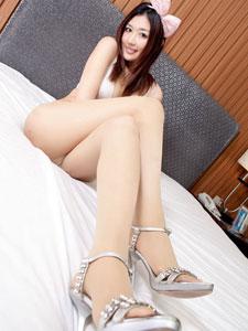 性感尤物Vanessa的床上迷人美腿秀