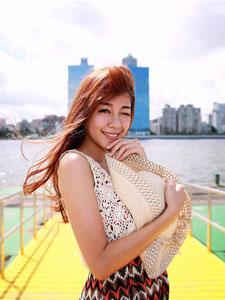 白嫩美女小紫长腿迷人清纯外拍写真