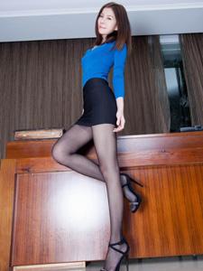 美女模特Sarah黑丝长腿迷人写真