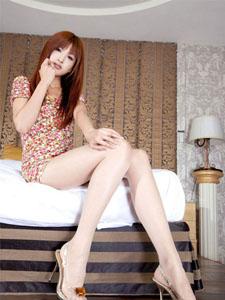 美模Vicni美腿在香闺的撩人诱惑