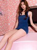 模特浴室彰显修长美腿