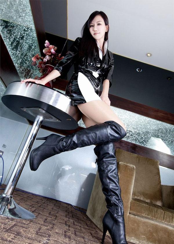 美女模特性感长靴丝袜诱惑