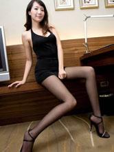 性感尤物美女演繹黑絲連衣裙誘惑