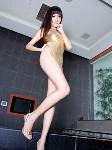 台湾人气女王Tina黄金美腿性感写真