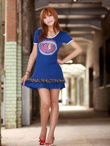 蓝裙长腿阳光美女