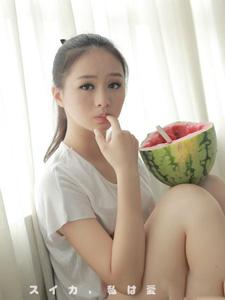 纯美可爱妹子吃西瓜