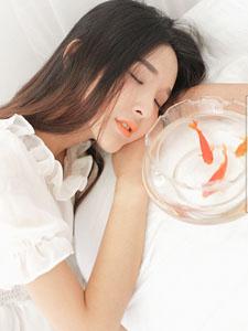 清纯可爱美女金鱼物语
