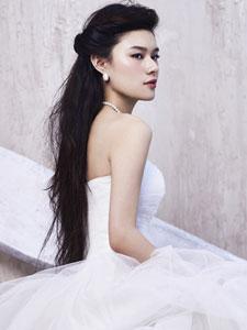 马冰玉婚纱写真十分美艳