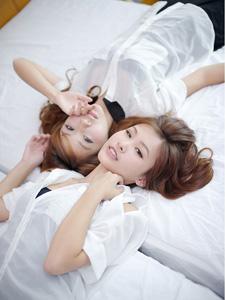 Linlin&VikaYu美女白色衬衫迷人私房