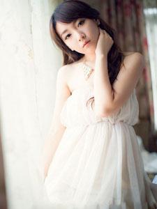 氣質公主白色紗裙唯美圖片