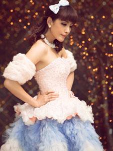 美女浪漫薄纱里的幸福写真