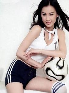 黄圣依足球宝贝装大秀完美身材