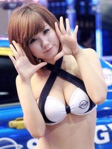 身材性感火辣的美女车模