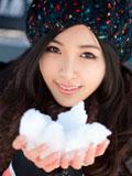 气质美女白色雪给你温暖