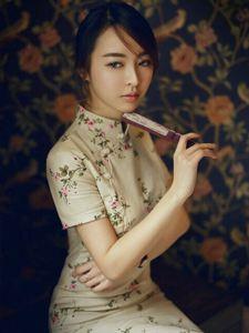 复古的旗袍美男优雅崇高