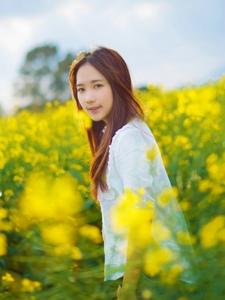 春日花海里青春靓丽少女写真