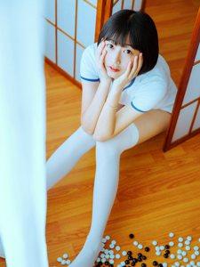 体操服短发少女呆萌可爱