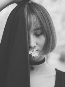 暗黑系少女黑白强大气场