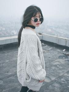 黑超酷炫少女晒台的帅气写真