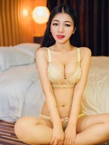 大胆性感美女私房热辣写真