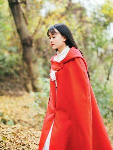 红衣精灵美女俏皮可爱